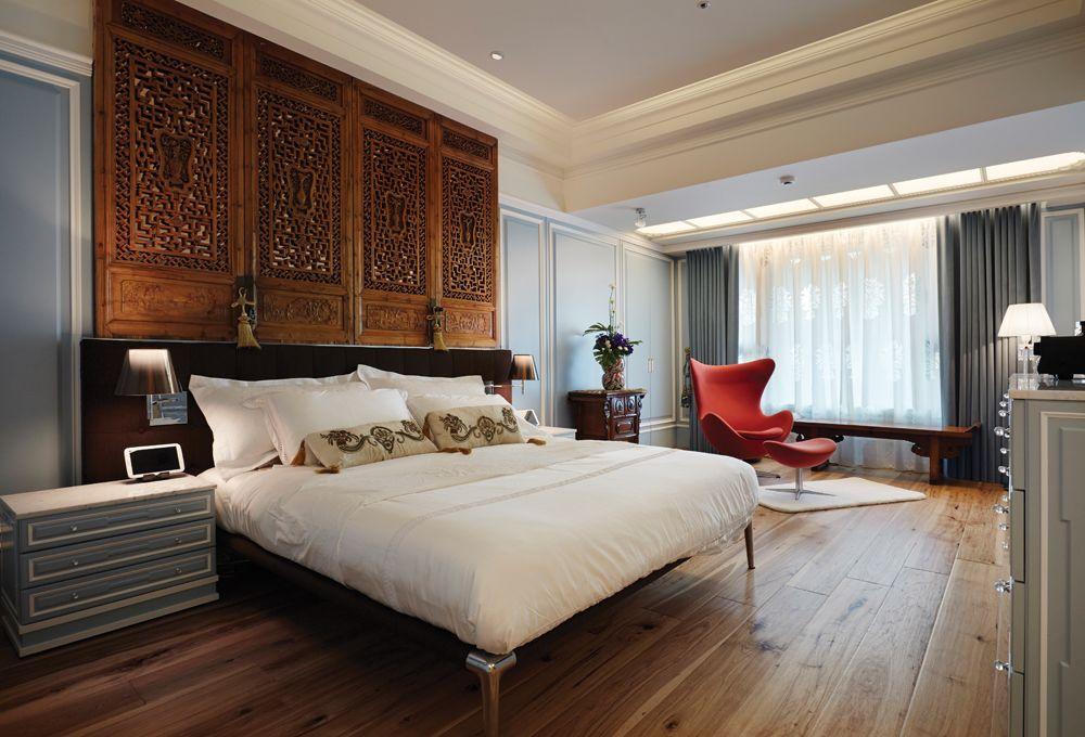 复古美式卧室雕花背景墙设计