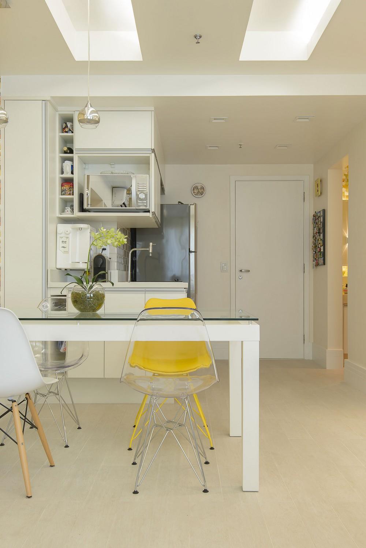 小户型简约餐厨房一体效果图