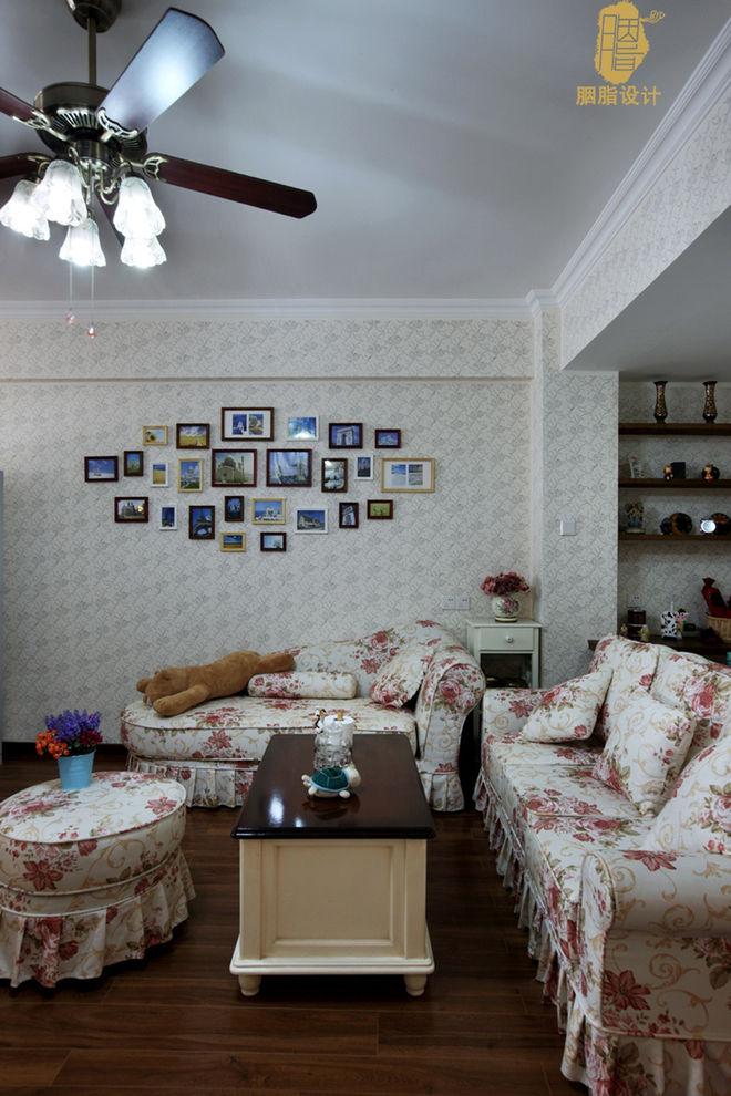 乡村田园风客厅照片墙设计