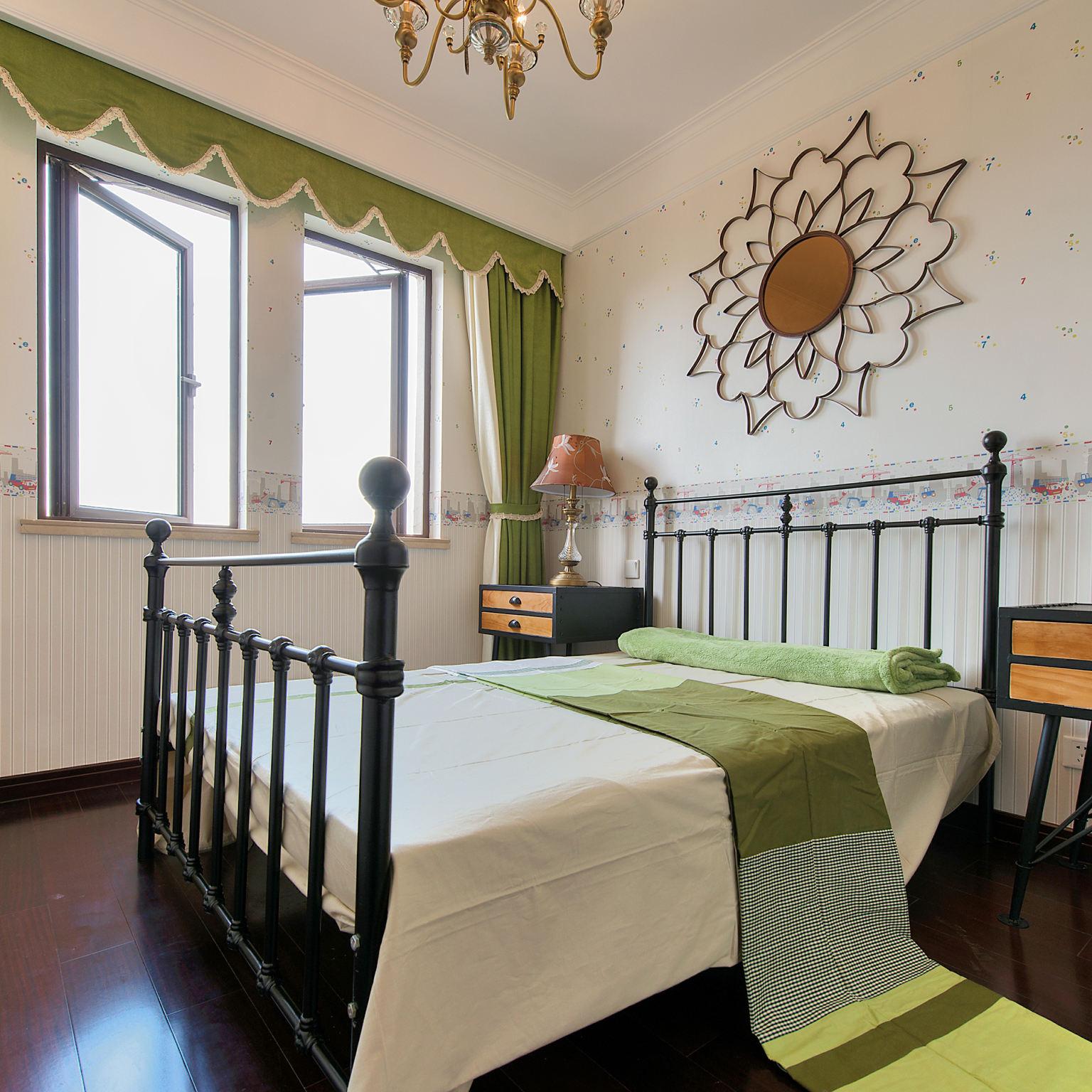 美式田园风卧室窗帘装饰图