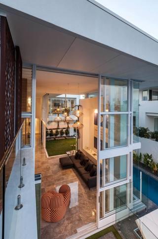时尚现代风客厅玻璃门隔断设计
