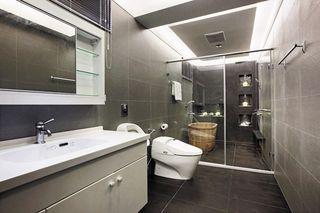 时尚现代卫生间干湿分离设计