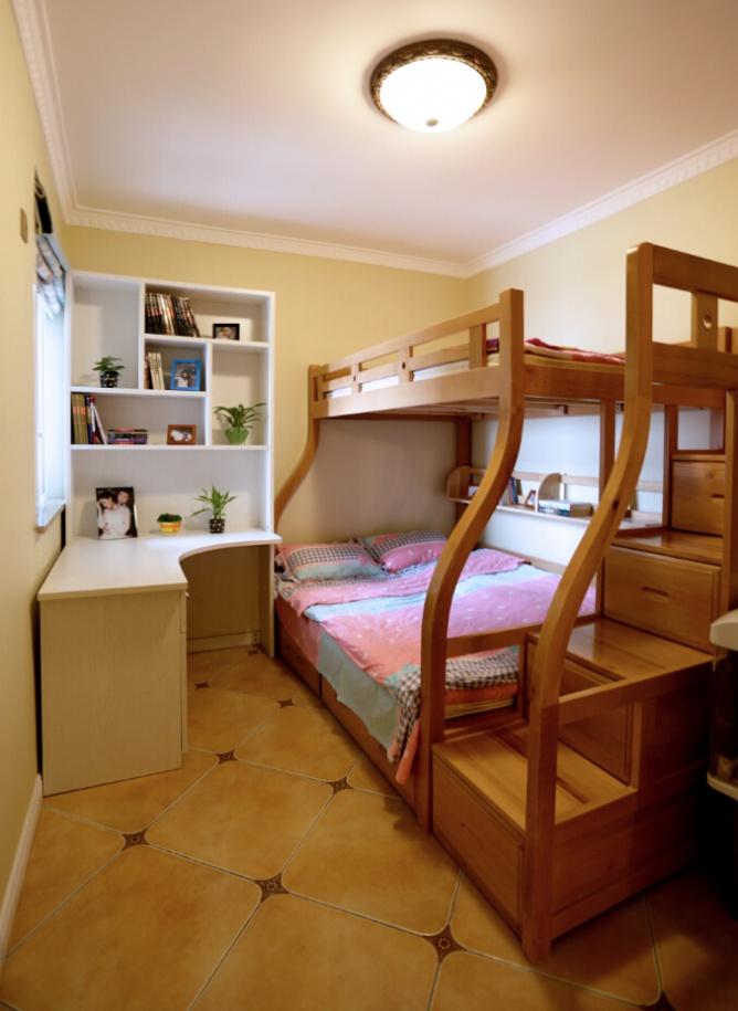 温馨暖色系宜家儿童房实木双人床设计