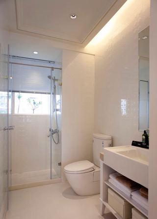 温馨米色系简约宜家卫生间干湿隔断设计