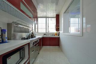 精致简约小厨房红色L型橱柜设计