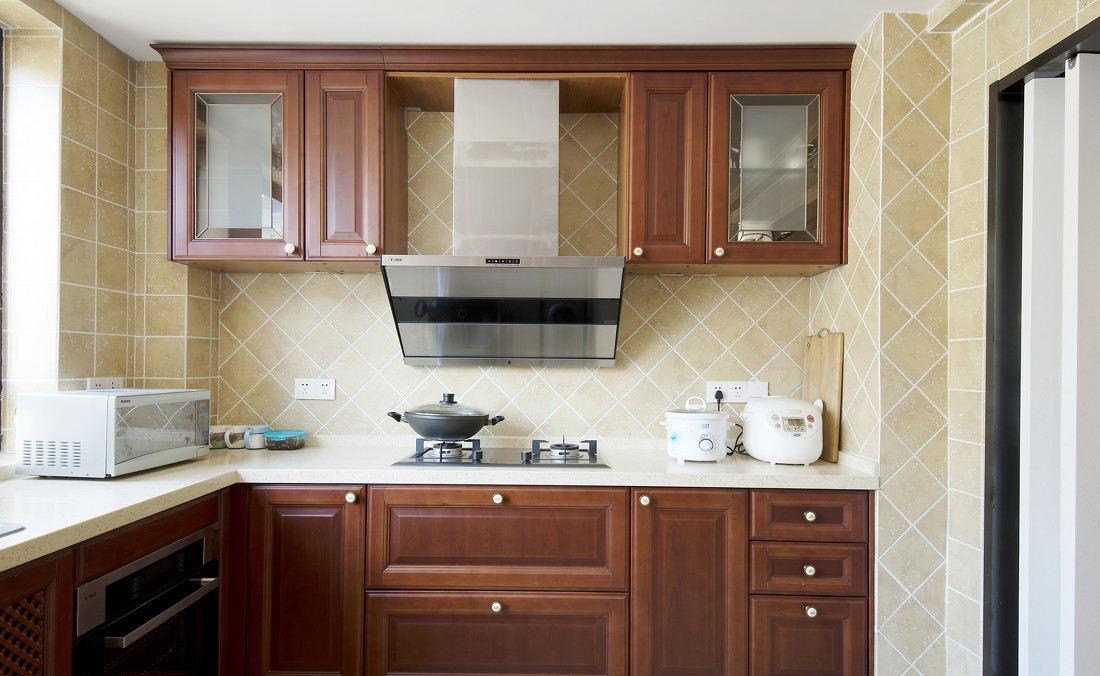 浪漫簡歐風格 廚房實木櫥柜裝飾圖