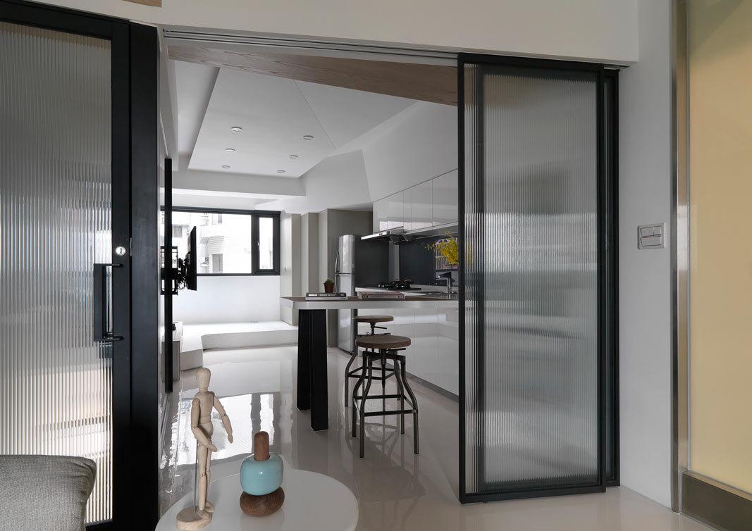 时尚现代厨房黑色玻璃门隔断效果图