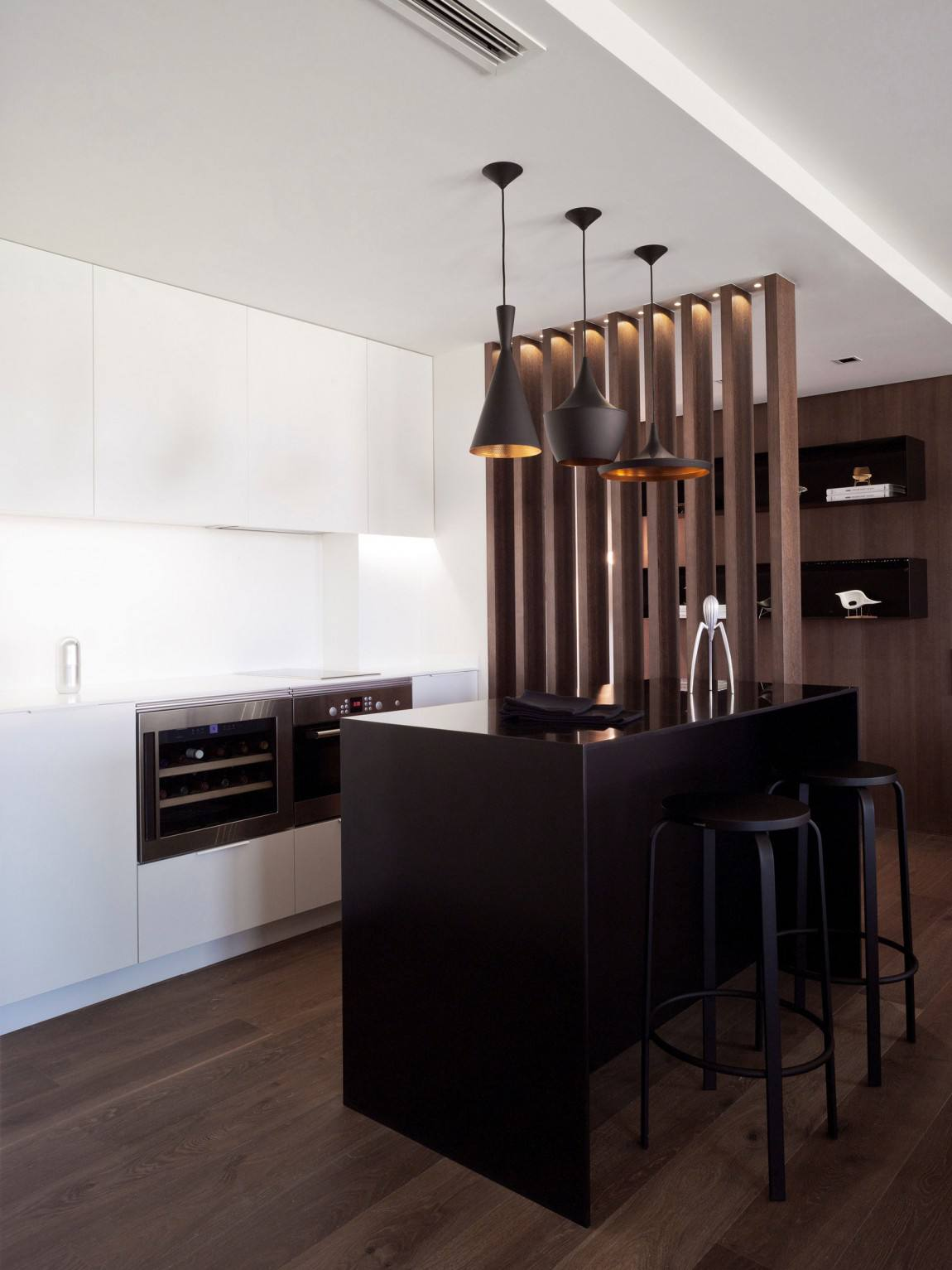 时尚简约厨房黑色吧台设计装修图