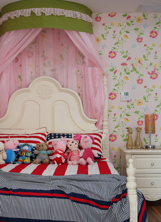 甜美粉色田园风儿童房床头背景墙设计