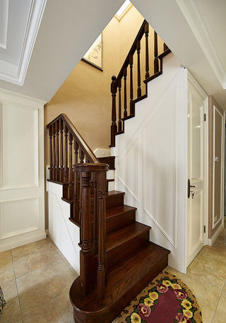 优雅复古美式复式实木楼梯效果图