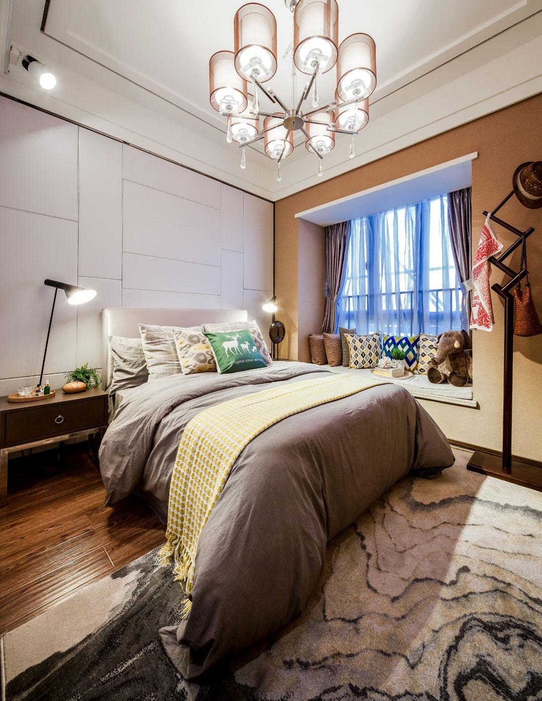 时尚简约带飘窗卧室设计