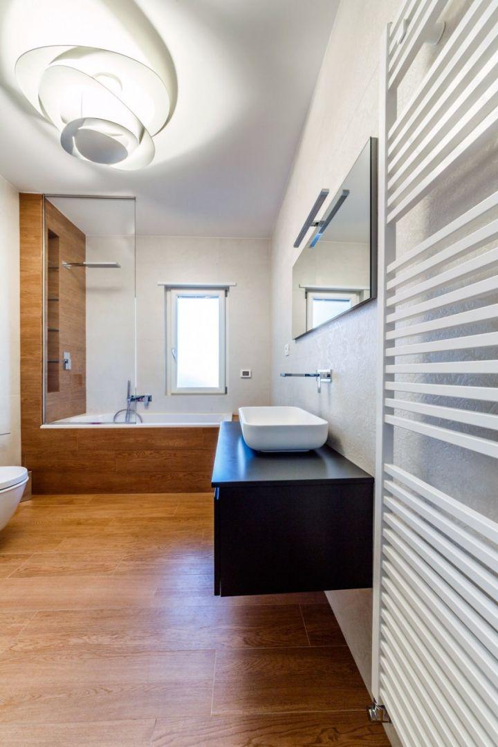 现代意大利风卫生间装修图