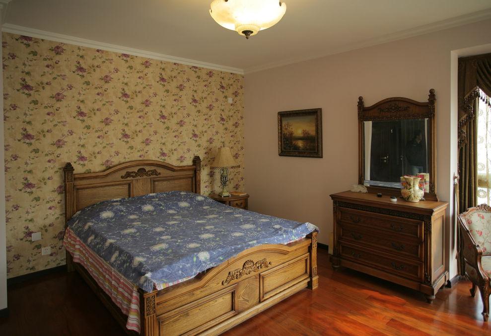 古典欧式卧室实木床装饰图