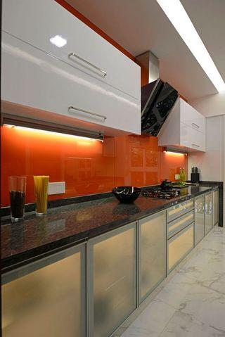 时尚现代厨房橙色背景墙装饰图