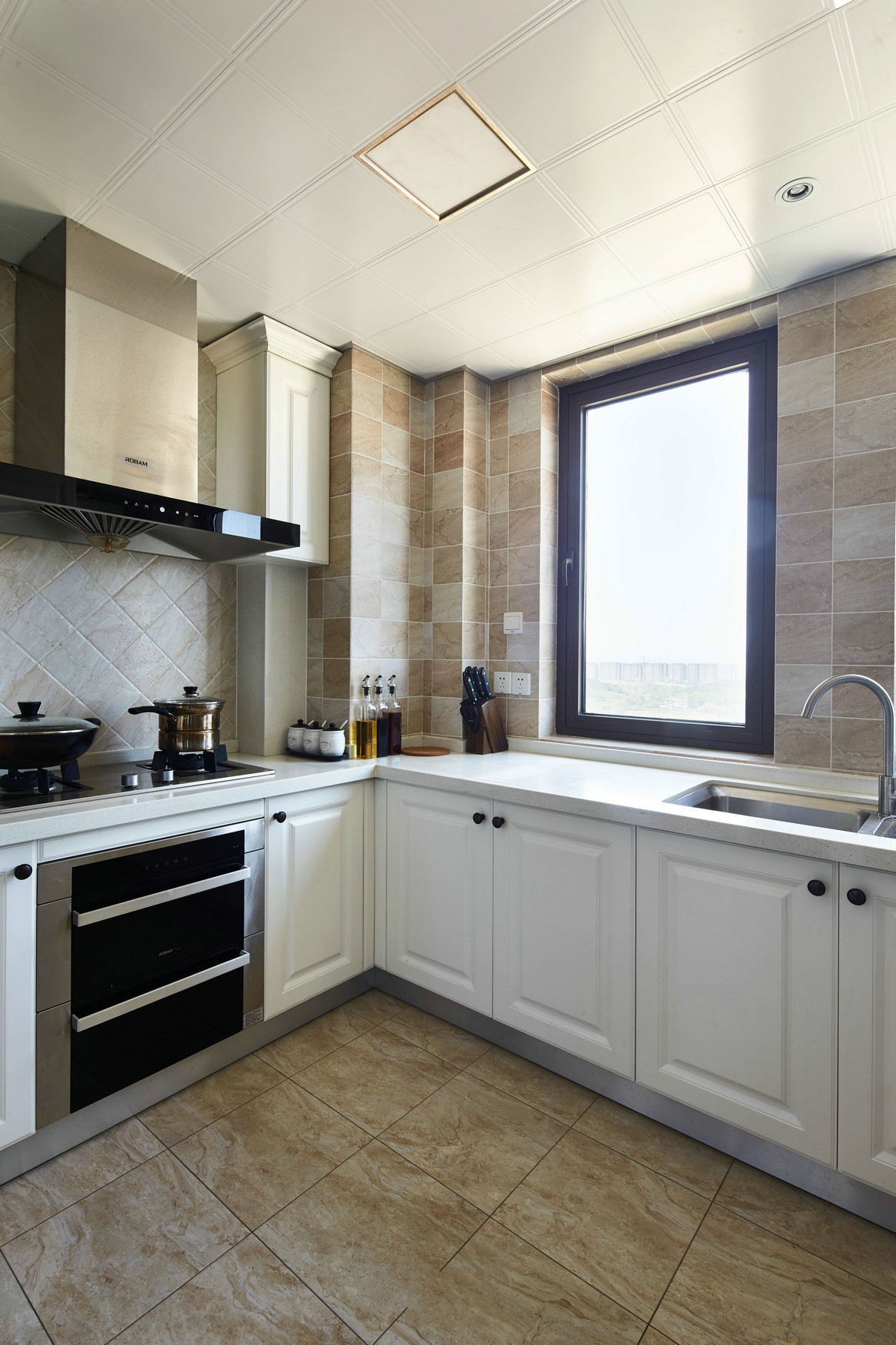 温馨美式厨房L型橱柜效果图