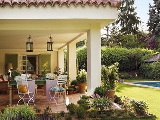 温馨暖色调乡村田园风山间小别墅设计