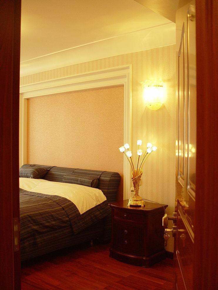 温馨简欧式卧室床头背景墙装饰图片