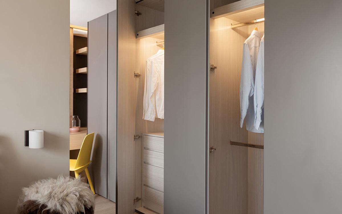 裸色简约家居衣柜装潢效果图