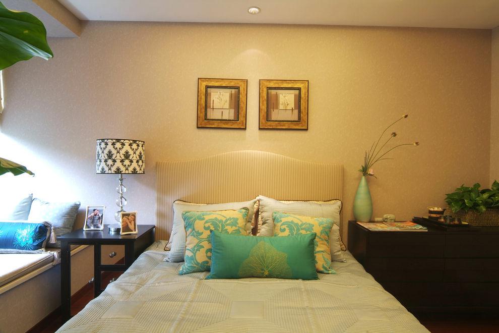 现代混搭卧室装饰画欣赏
