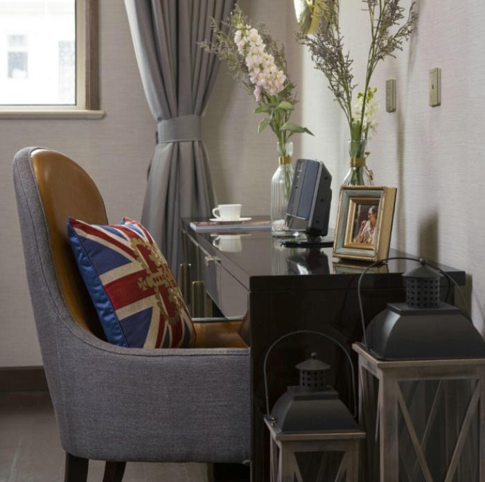 简约复古美式设计小型书桌装饰