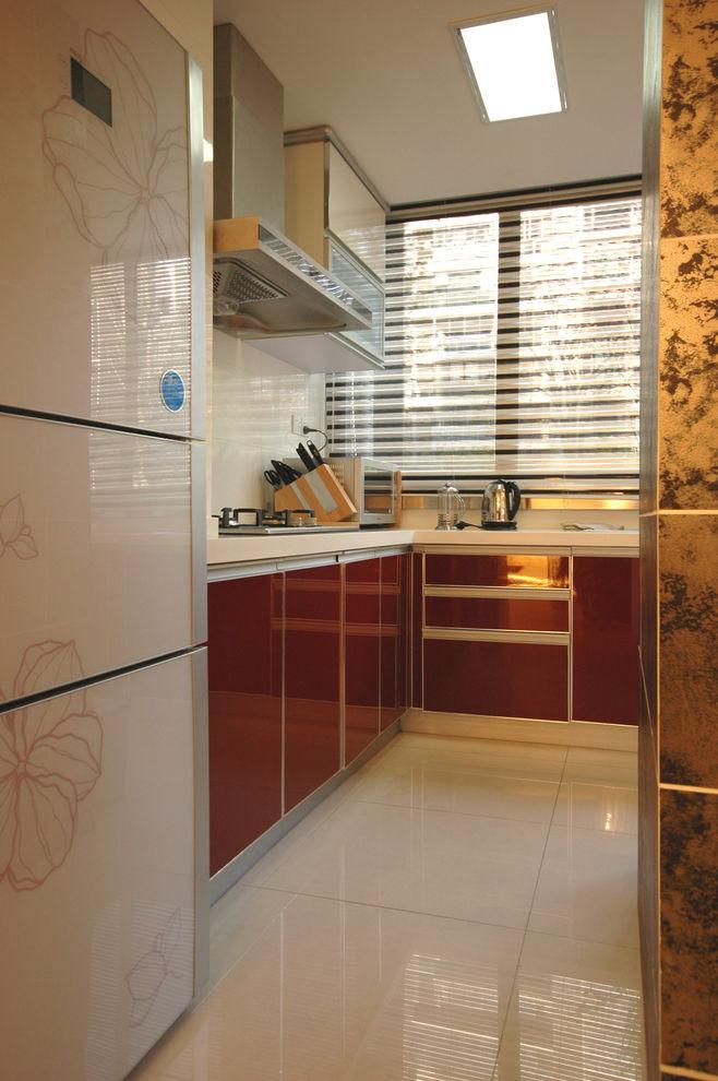 时尚简约现代家居厨房红色橱柜设计