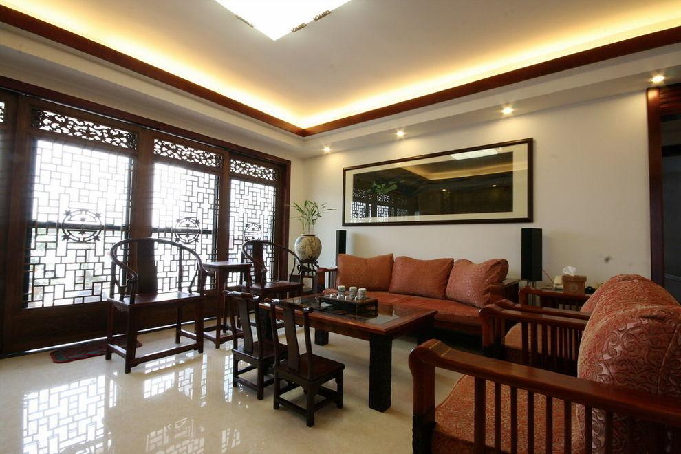 中式客厅仿古雕花推拉门设计