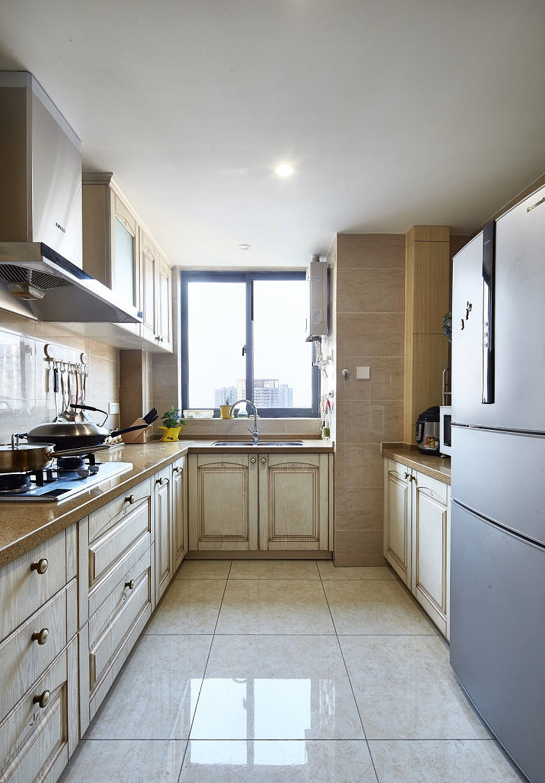 温馨奶咖色简欧家居厨房橱柜设计