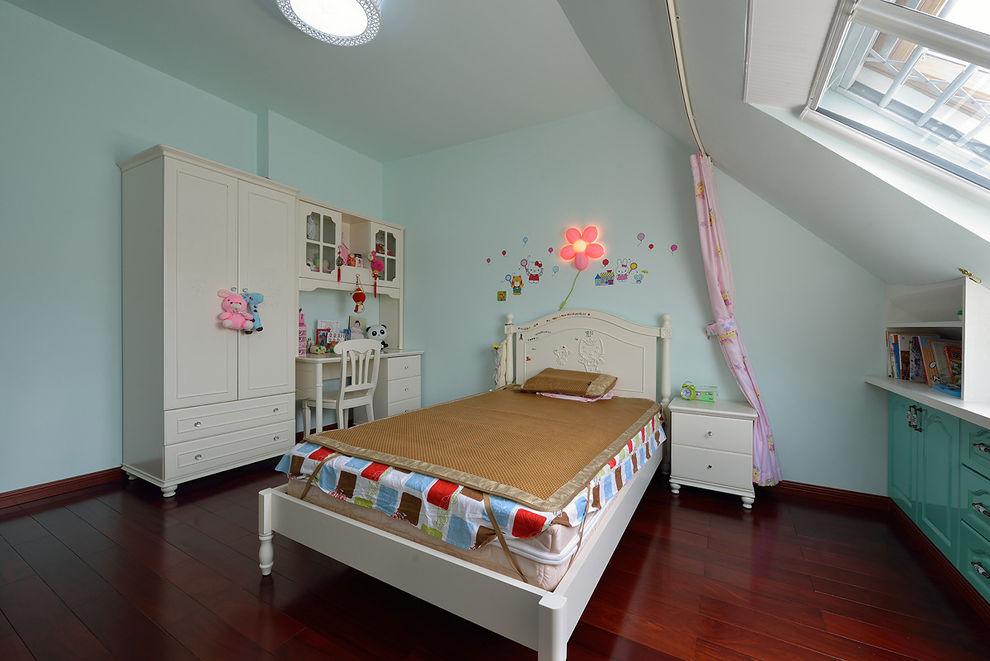 清新淡绿色宜家不规则儿童房布置