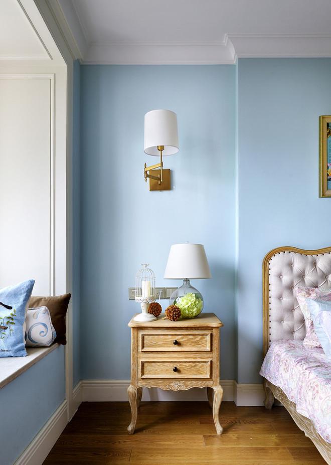 清新浅蓝色简约卧室壁灯设计