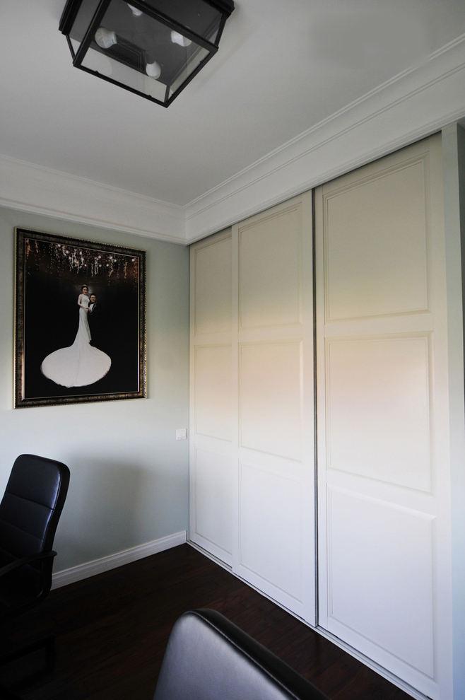 白色简约现代推拉门衣柜设计效果图