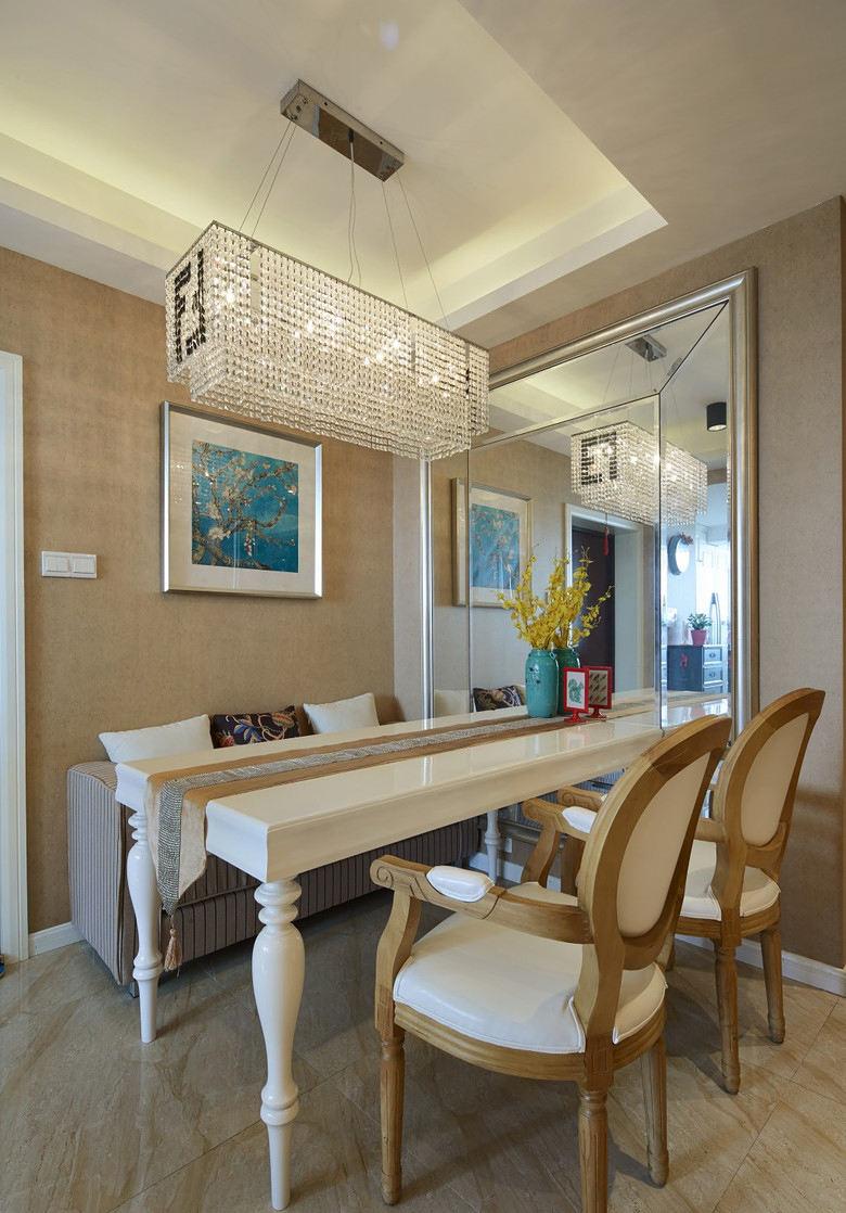 美式风格餐厅水晶吊灯装饰图