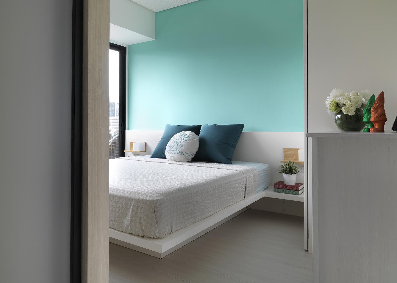 清新简约卧室绿色背景墙装饰图