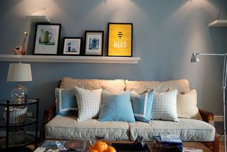 清新蓝色美式客厅沙发照片墙设计
