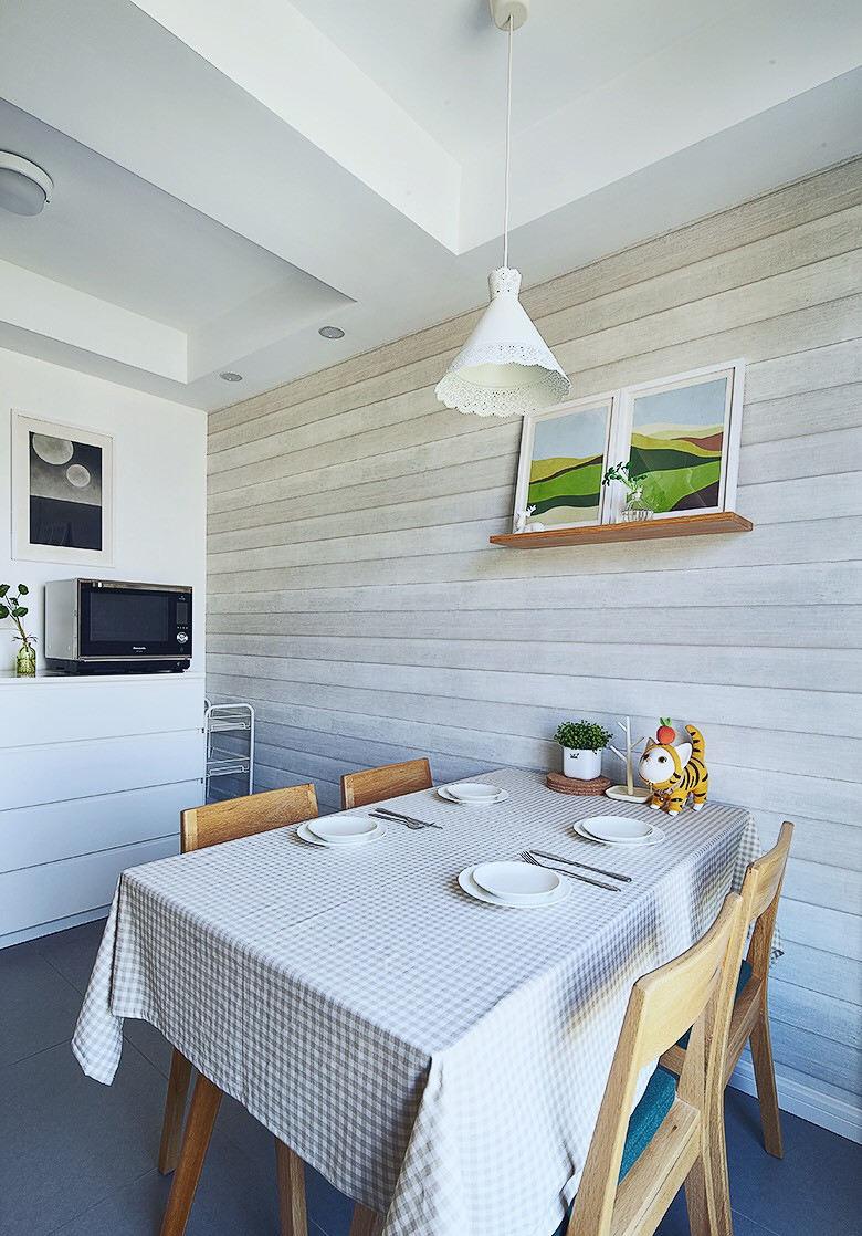 北欧风格餐厅实木背景墙装饰