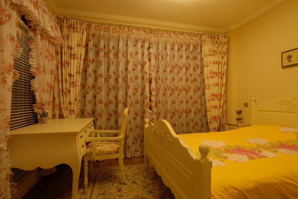 温馨田园风格儿童房小碎花窗帘设计