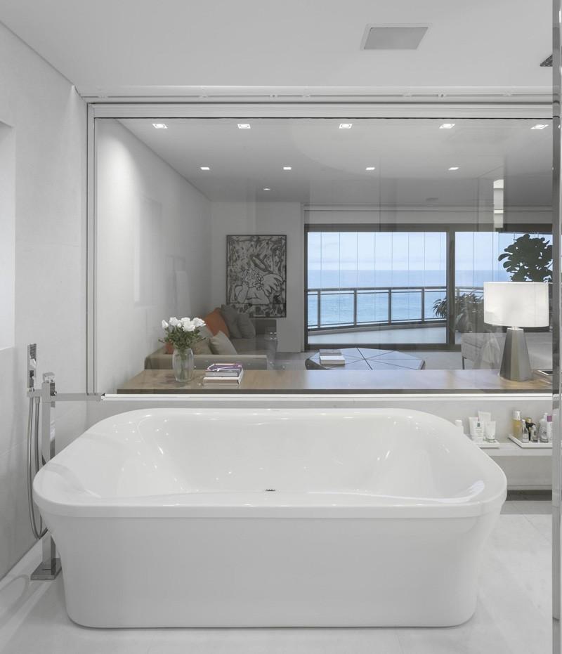 时尚大气宜家浴室透明玻璃隔断设计