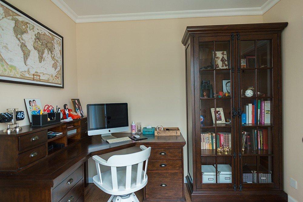 沉稳复古美式实木书房设计效果图