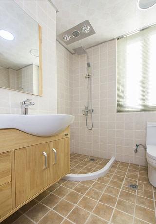 现代简约卫生间干湿分离设计