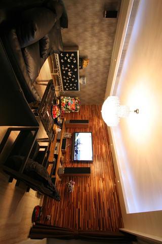 后现代风格挑高客厅水晶吊灯装饰图