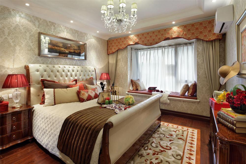 美式风格带飘窗卧室装修图