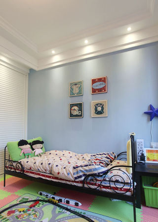 美式儿童房蓝色背景墙装饰图