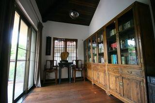 仿古中式设计书房书柜装饰图