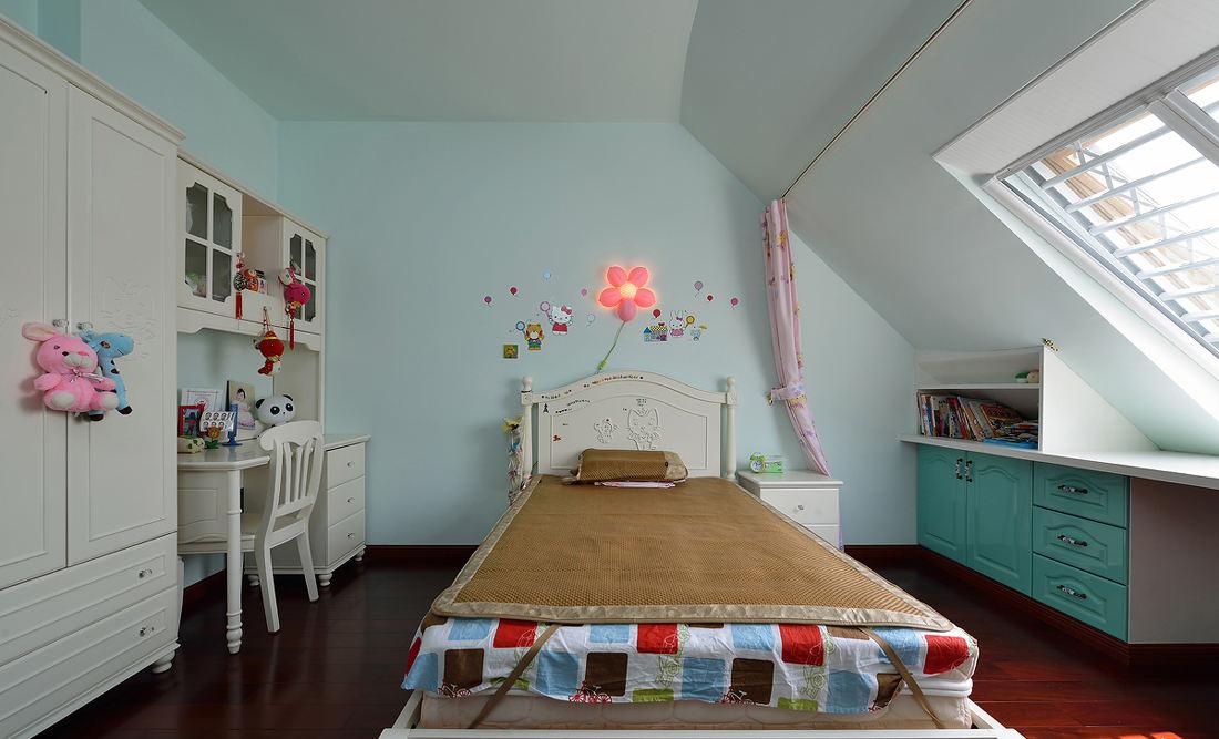 清新浅绿色简约阁楼儿童房设计