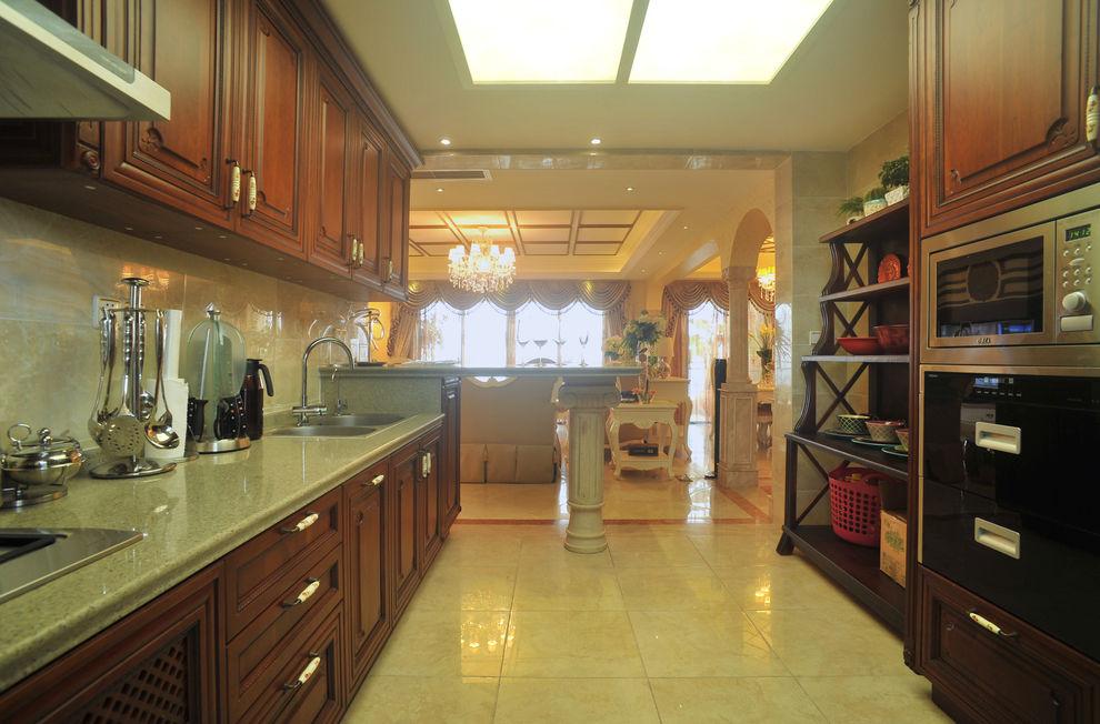 欧式风格厨房实木家具装饰图