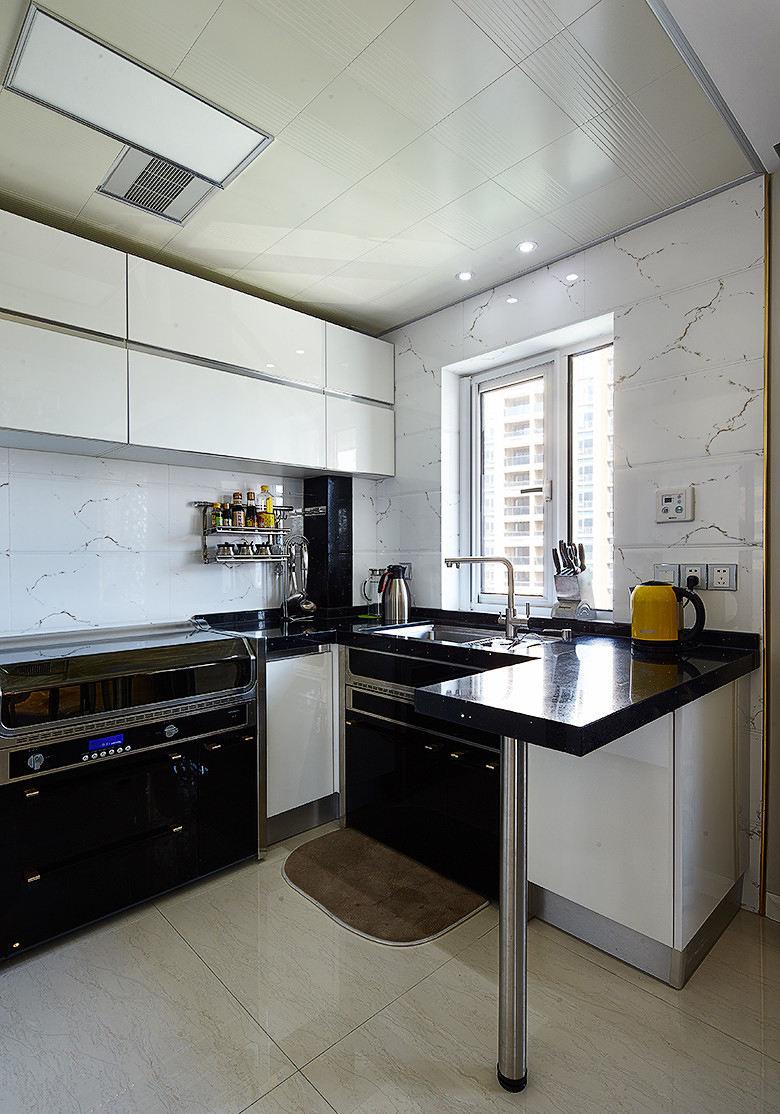 现代家庭三居室厨房装饰设计图