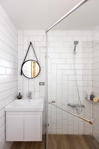纯白极简北欧风情卫生间设计