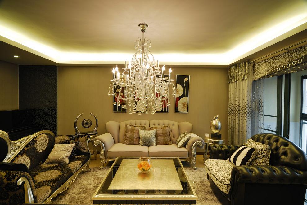 华贵典雅新古典风格客厅水晶吊灯装饰图