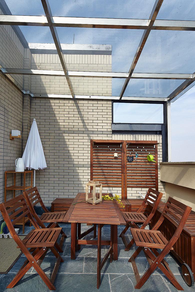 简约家居阳台实木家具装饰效果图