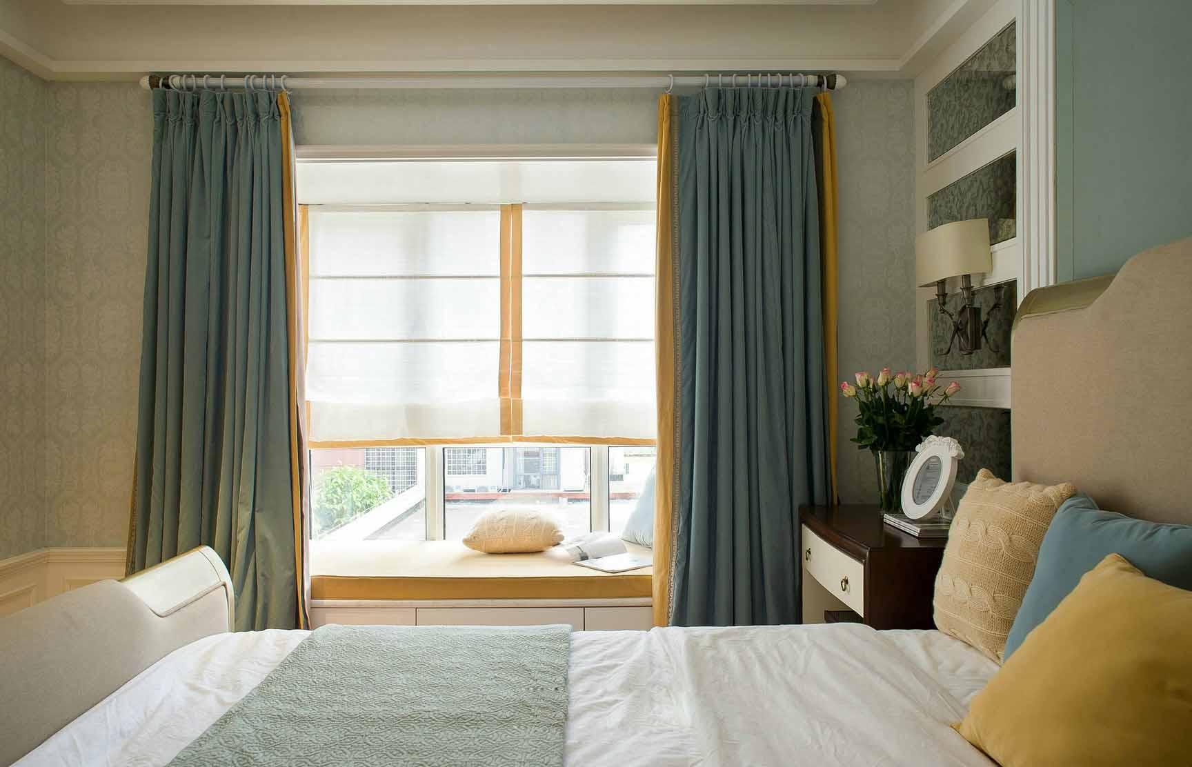 美式田园卧室飘窗窗帘装饰图