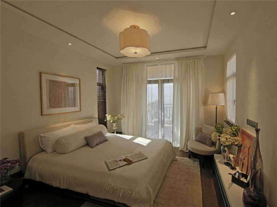 时尚简约卧室白色窗帘装饰图
